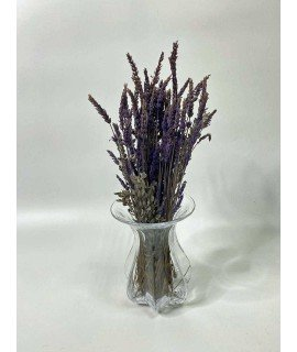 Лаванда в стеклянной вазе