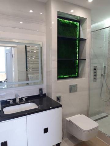 Плоский мох в ванной комнате