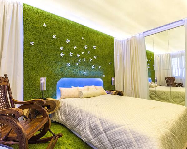 Декоративный мох в спальне