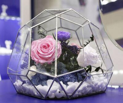 Стильный флорариум с цветами