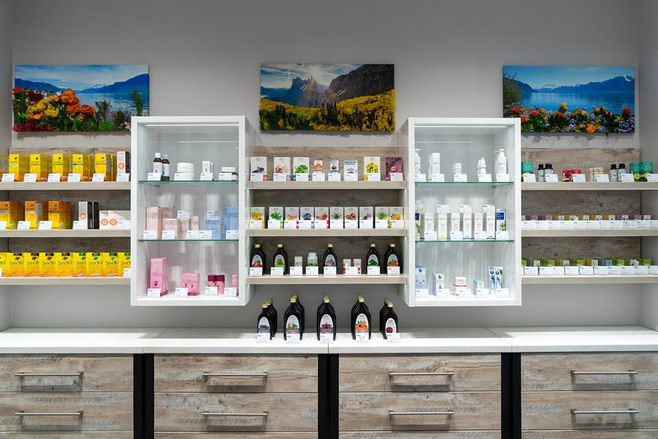 3D-картины из стабилизированных цветов и мха: озеленение косметического бутика Vivasan